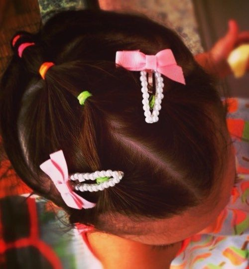mažai girl hairstyle with colorful elastics
