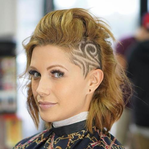 Vidutinis Hairstyle With Shaved Side Designs