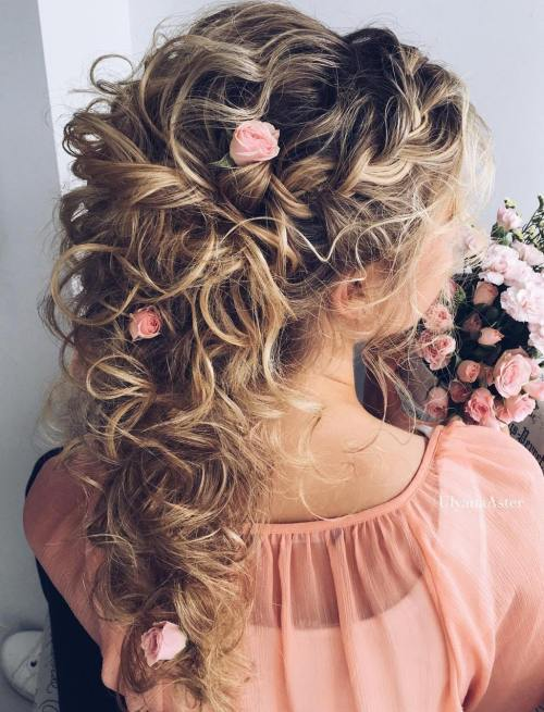 Vestuvės Curly Half Updo With Roses