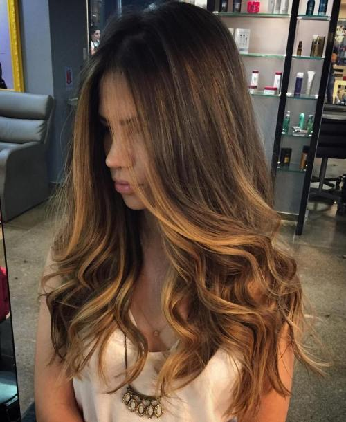 אפל Gold Highlights For Brunettes