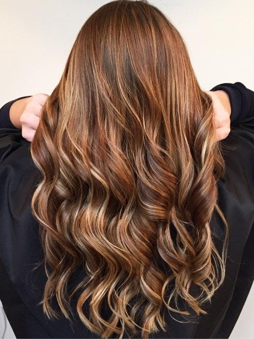 אובורן Hair With Golden Blonde Highlights
