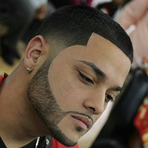 קצר Line Up With Facial Hairstyle