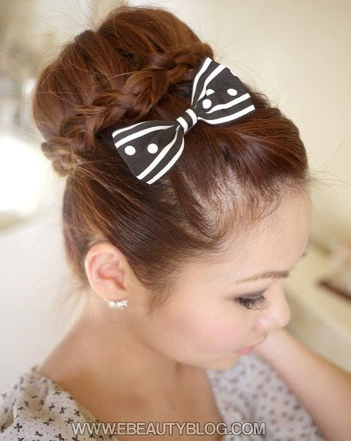 flettet updo with a bow