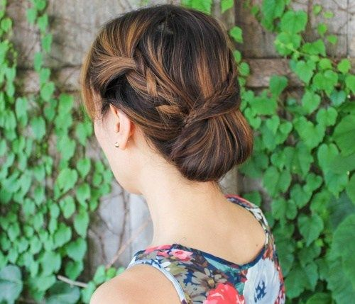 flettet updo with a chignon