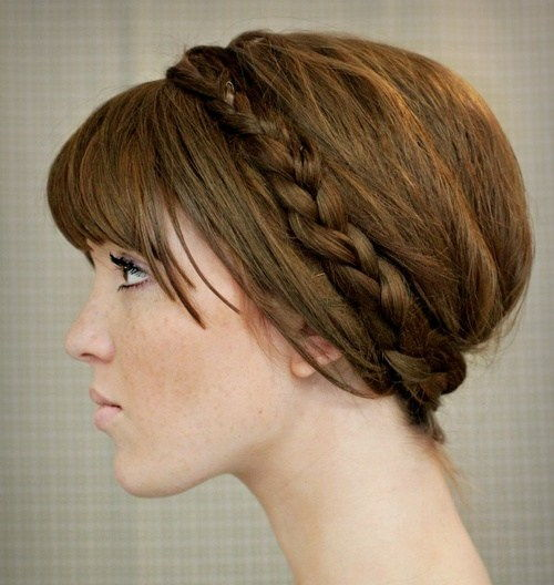 flettet updo with bangs