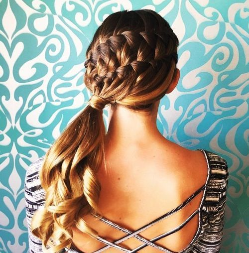 francuski braids and side ponytail