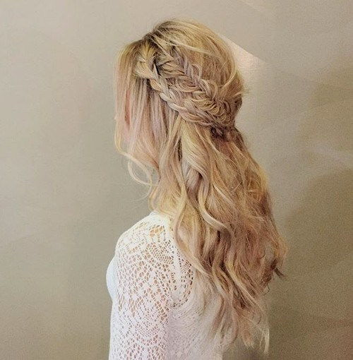 lang wavy half updo with two braids