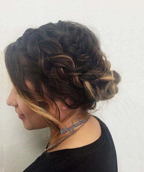 løs updo with two braids