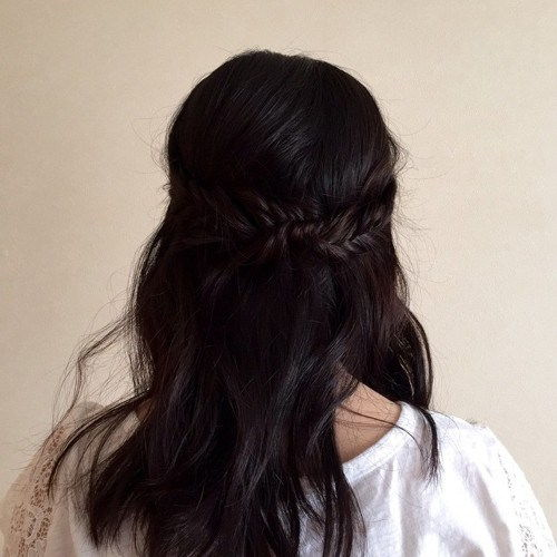 halvt up hairstyle with braids