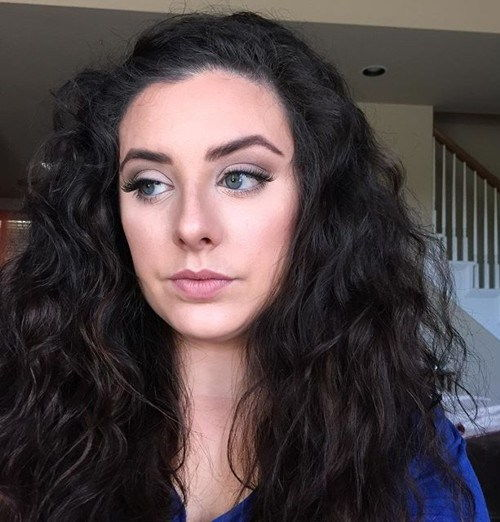 lang wavy hairstyle for frizzy hair