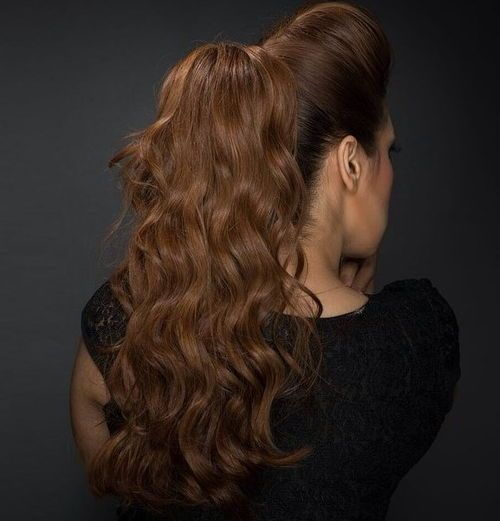 ארוך wavy ponytail with a bouffant