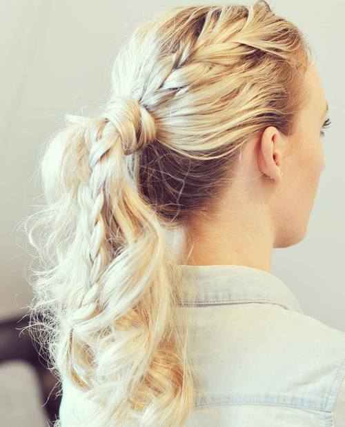 מבולגן blonde ponytail