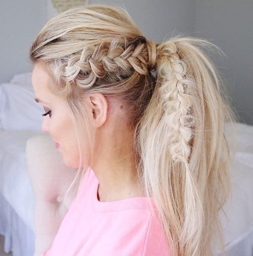 בְּלוֹנדִינִית tousled ponytail with a bouffant and braid