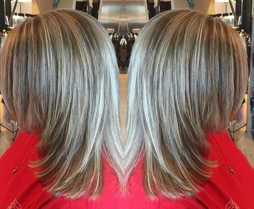 srednji layered haircut with highlights