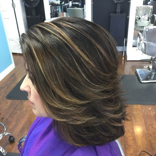 srednji layered hairstyle with highlights