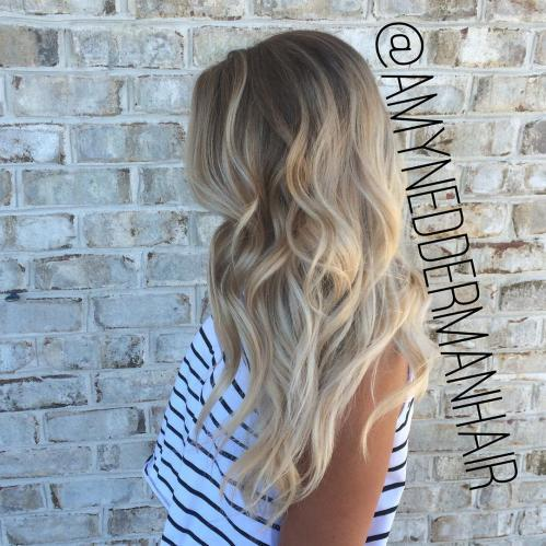 ilgai wavy hair with blonde balayage