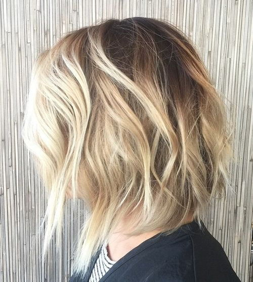 rausvas bob with blonde balayage