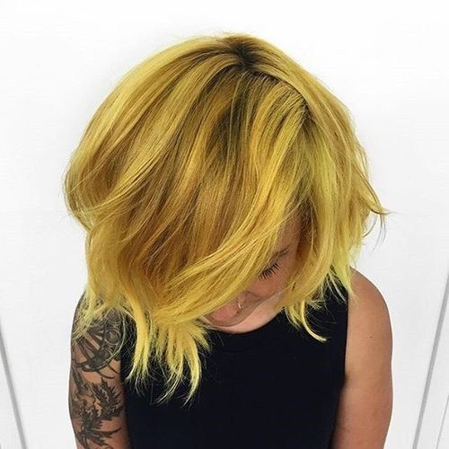 kratak layered golden blonde hairstyle