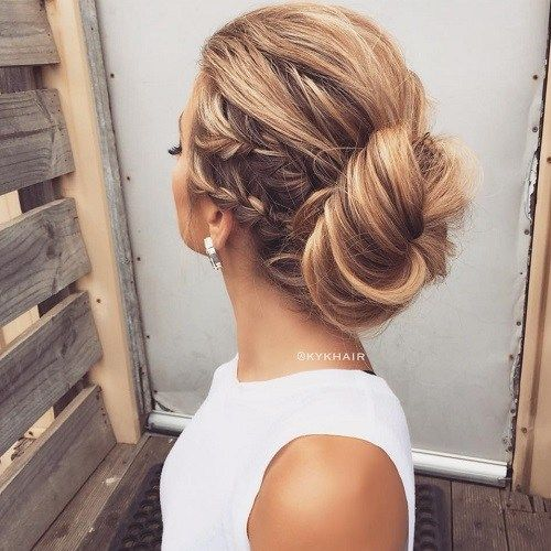 מְשׁוּחרָר Messy Bun With Braids