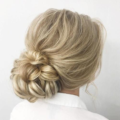 נָמוּך Looped Bun Updo