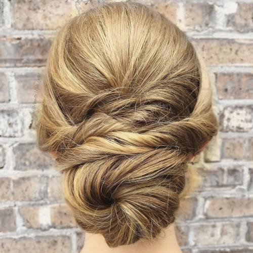 רִשְׁמִי Chignon With Twists