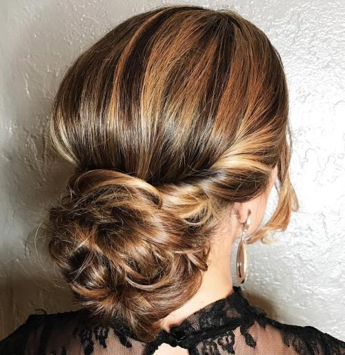 נָמוּך Messy Bun With Twists