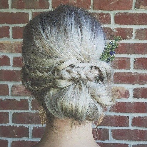 מבולגן Boho Chignon With A Braid