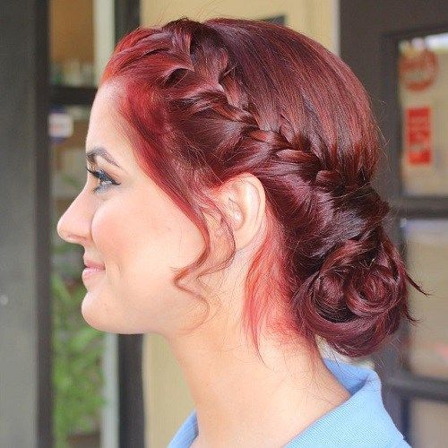 מבולגן Chignon With A Side French Braid