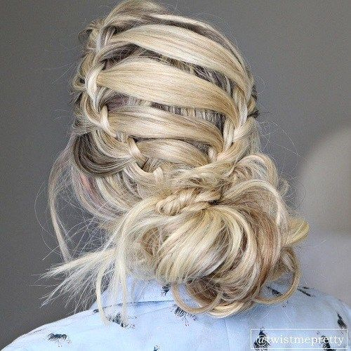 נָמוּך Messy Bun With Crown Braid