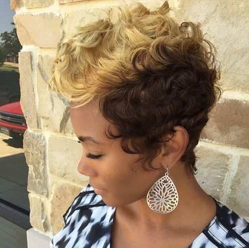 trumpas curly blonde and brown hairstyle for black women