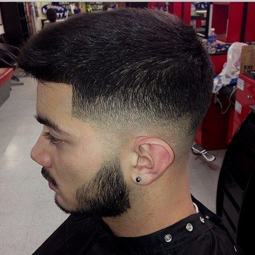 klasikinis taper fade haircut for men