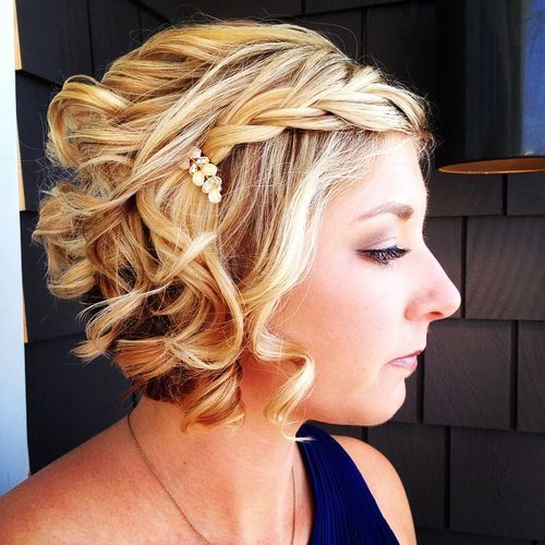 מְתוּלתָל blonde bob with a braid for prom