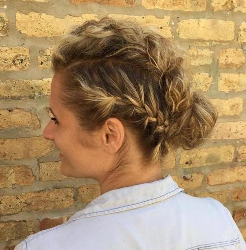 שְׁלוֹשָׁה Braids And Bun Updo
