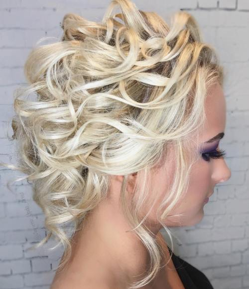 Plavuša Curly Prom Updo