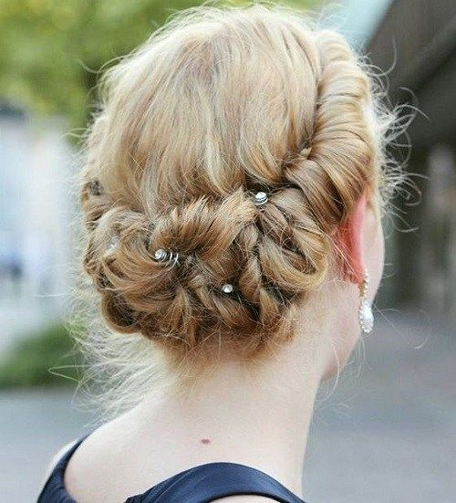 חָמוּד updo for medium hair for prom