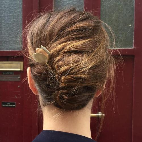 מבולגן French Roll Updo