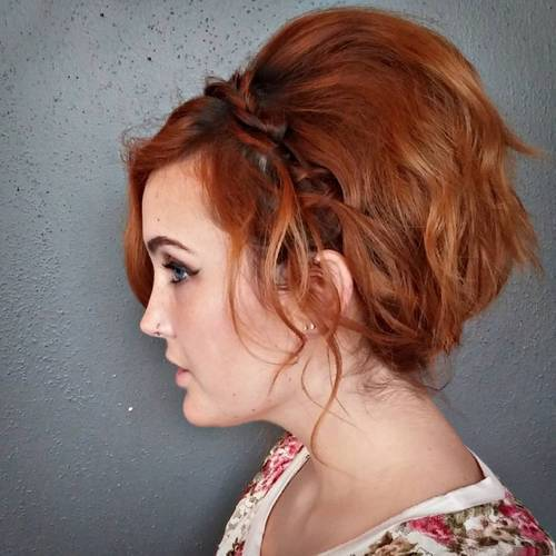 אָדוֹם tousled hairstyle with a headband braid