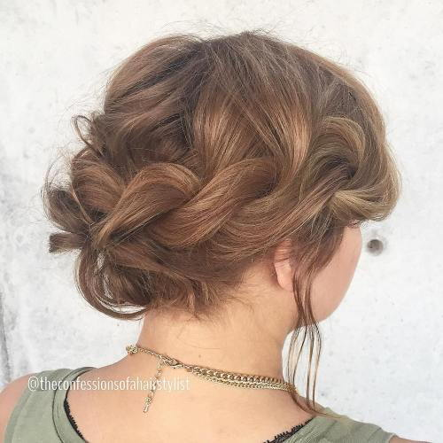 מְפוּתָל Messy Updo For Shorter Hair