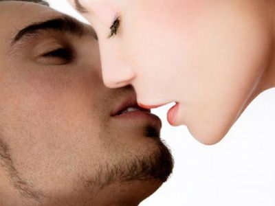 girl and guy kissing