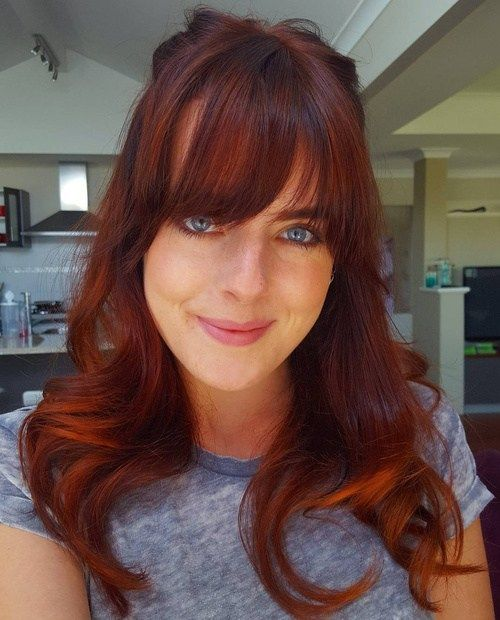 crvenkastosmeđ and copper balayage hair with bangs