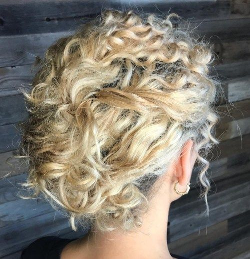 Rodet Blonde Updo For Curly Hair