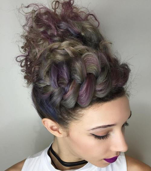 Flettet Messy Curly Updo