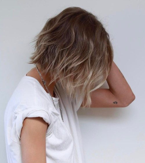 Razored Wavy Bob With Subtle Balayage