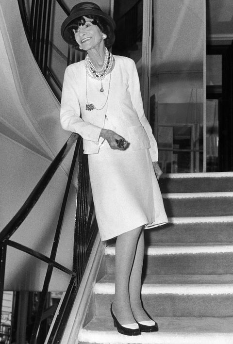 צָרְפָתִית fashion designer Coco Chanel wearing her gown