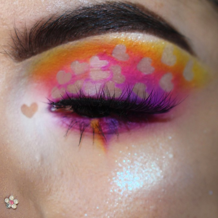 negativni prostor heart eye makeup