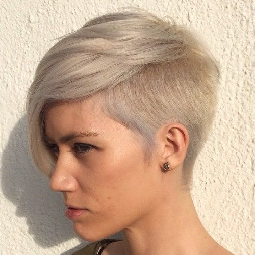אֵפֶר Blonde Pixie With Side Undercut