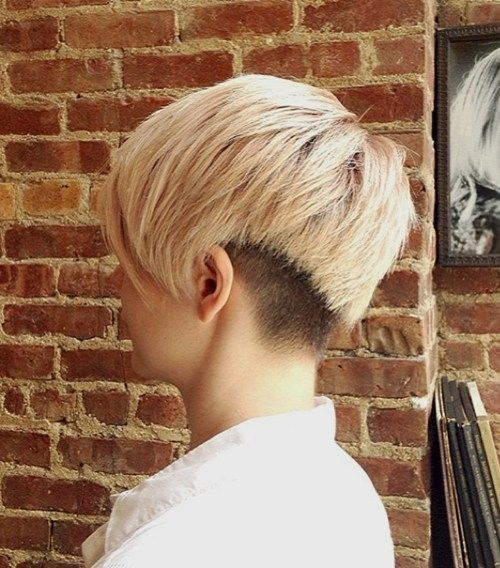 קצר shaggy haircut with nape undercut