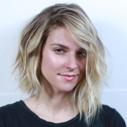 קָטוּעַ Asymmetrical Blonde Bob