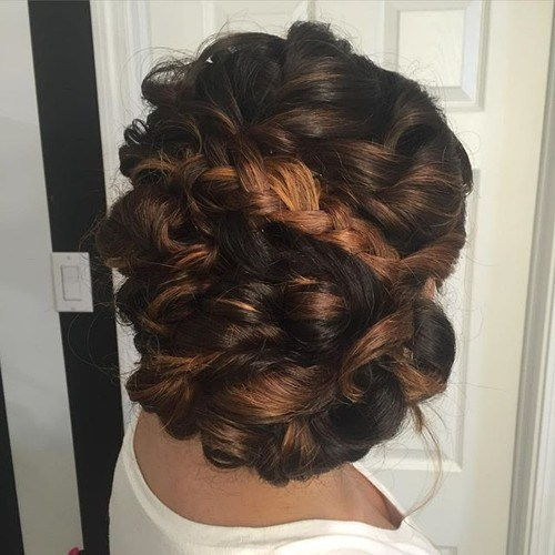 krøllet updo with a braid for thick hair