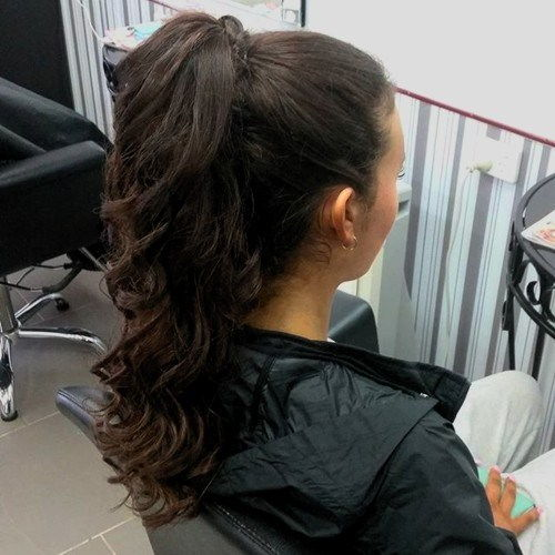 lang curly pony for brunettes